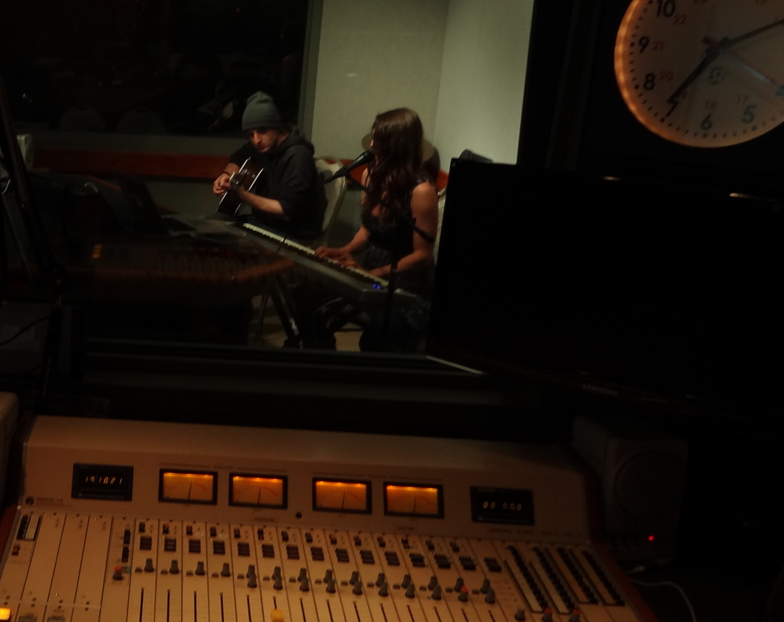 "Preview of LA Radio SessionsMimi Page Performs ""New"""